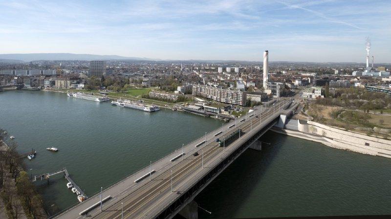 Bâle: un homme disparaît dans le Rhin, les secours abandonnent les recherches