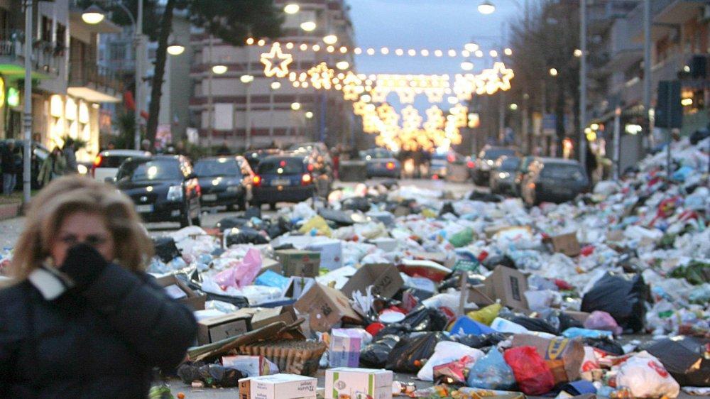 Le problème des déchets est récurrent en Italie. Ici près de Naples, en 2008.