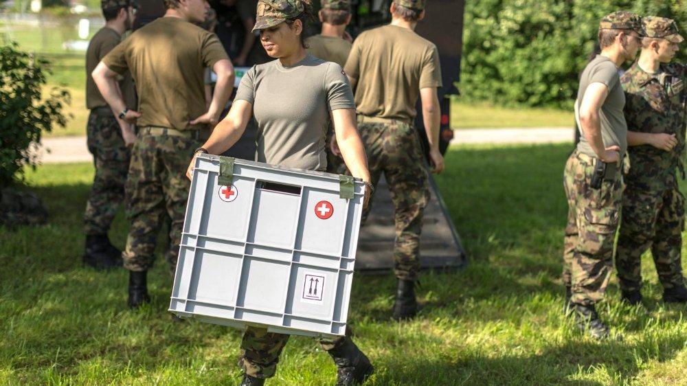La Société suisse des officiers souhaiterait que l'armée suisse compte entre3000 et5000 femmes dans ses effectifs.