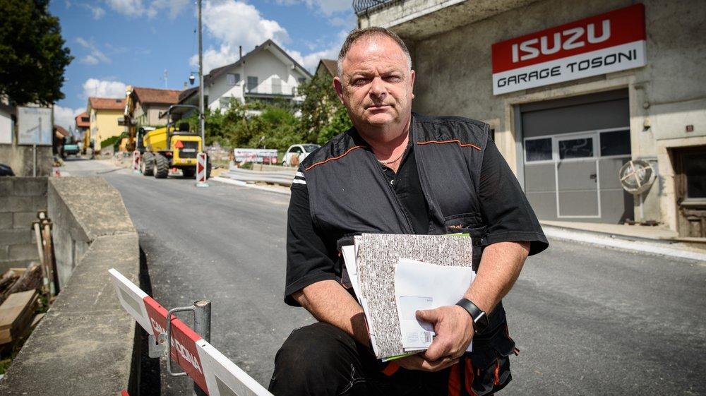 Des travaux devant son garage ont fait baisser le chiffre d'affaires de Jean Carlo Tosoni à Gimel. Il a dû réclamer son dû à ses clients... qui n'ont toujours pas payé.