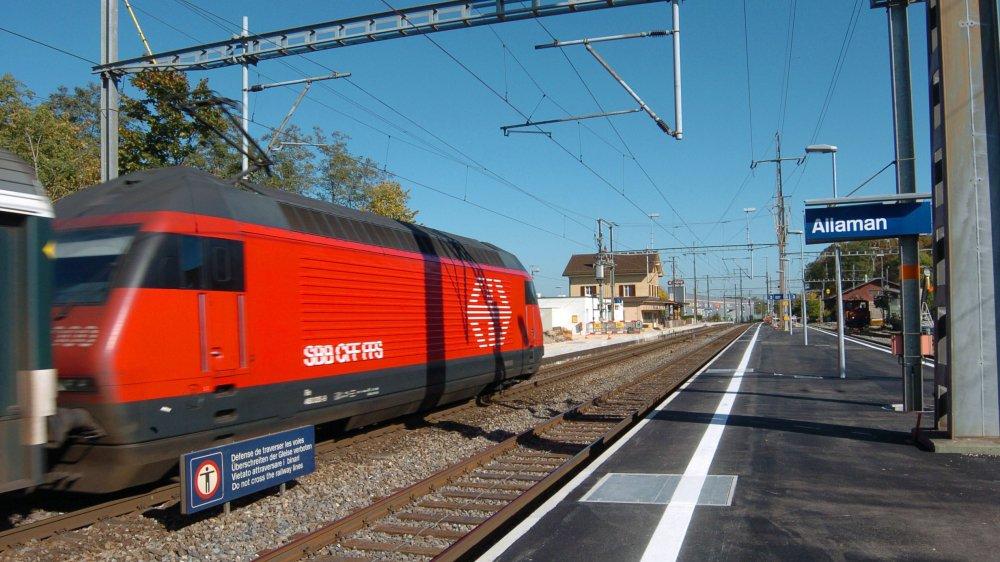 Jusqu'alors, les Allamanais pouvaient se parquer près de la gare au tarif de 30 francs l'an. La récente augmentation du tarif a donné lieu à une pétition.