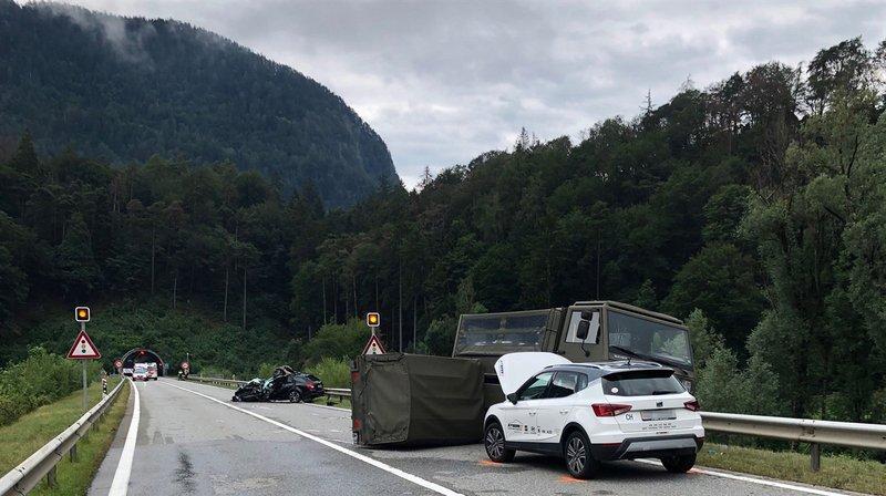 Un camion militaire est entré en collision avec deux voitures sur l'A13 lundi près de Bonaduz, dans les Grisons.