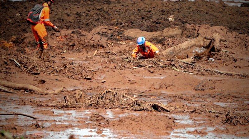 La rupture du barrage a déversé un véritable tsunami de boue de résidus miniers qui a tout emporté sur son passage.