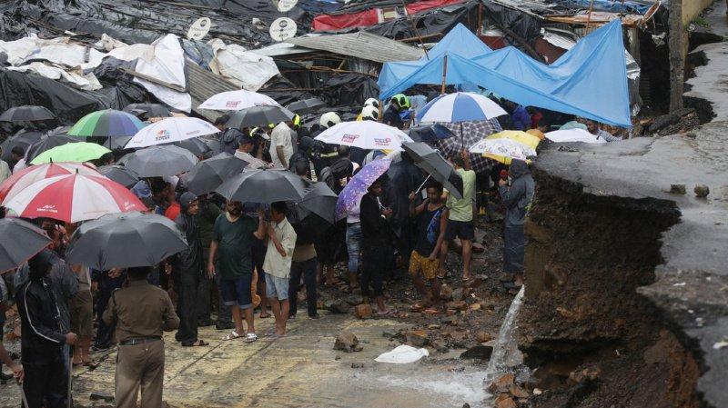Bombay était mardi sous des pluies diluviennes pour la deuxième journée consécutive.