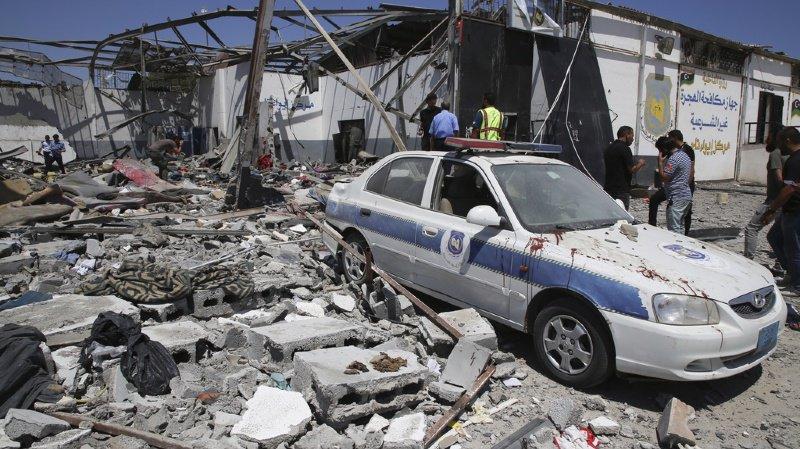 Migrations: un raid aérien sur un centre pour migrants en Libye fait 44 morts