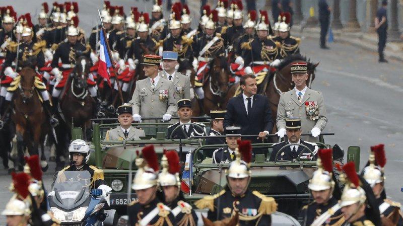 France: tensions et interpellations après le défilé et les sifflets