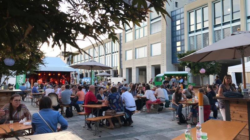 Les food trucks et les concerts rencontrent aussi un très beau succès dans le cadre du cinéma open air de Gland.