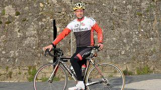 Il parcourt à vélo 140 kilomètres par jour pour aller au boulot