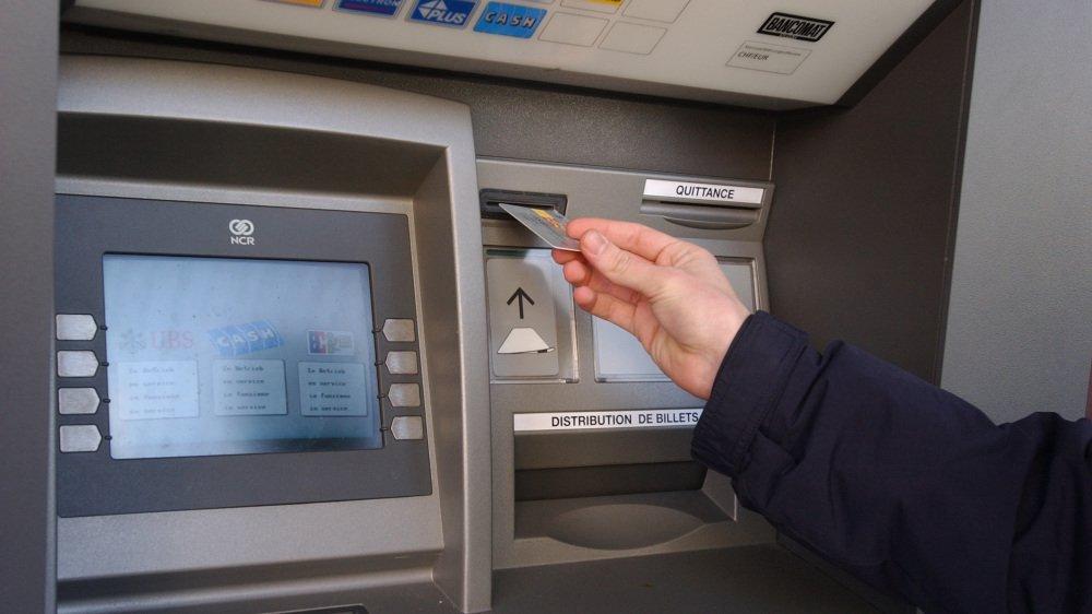 Un Français est accusé de vol à l'astuce au bancomat. Il risque trois ans mais assure vouloir se ranger pour ses enfants.
