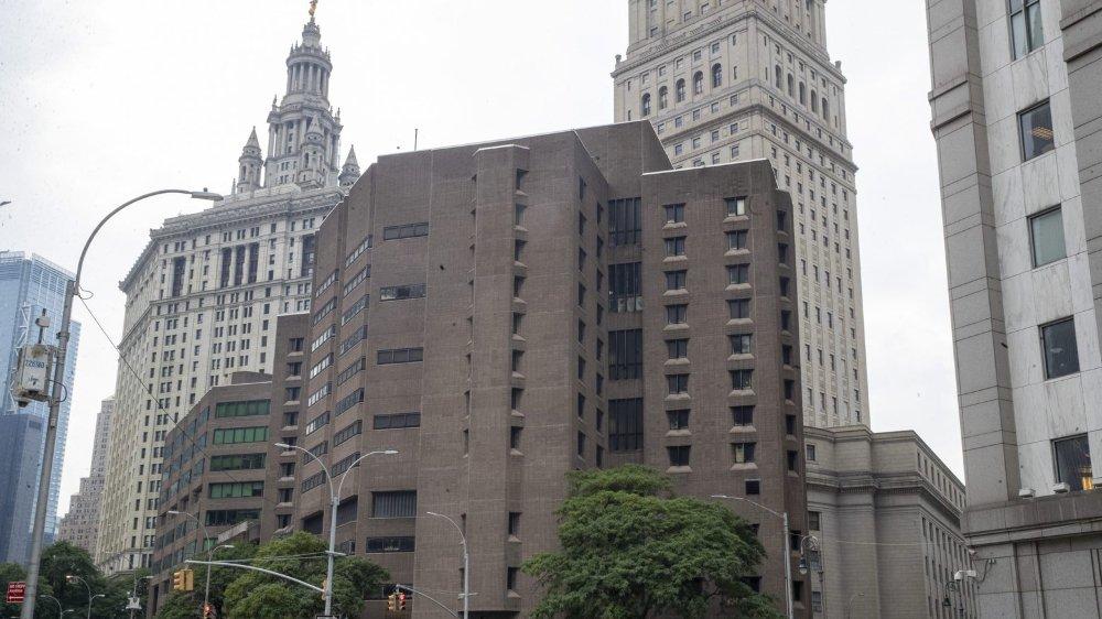 C'est dans une prison de Manhattan que Jeffrey Epstein a mis fin à ses jours, le 6juillet. Dans des circonstances étranges, selon les enquêteurs.