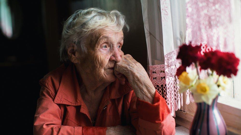 Les personnes âgées en EMS peuvent être sujettes à des angoisses. Le réconfort peut être trouver dans des moments de dialogue.