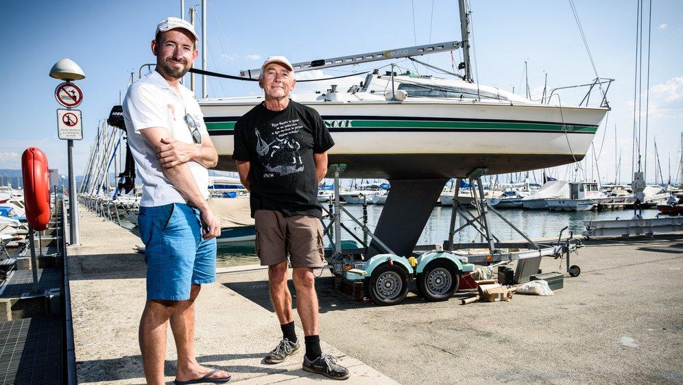 Mercredi, Patrick Besson (à dr.) et Daniel Bouwmeester étaient encore en train de préparer Chinook, leur bateau.