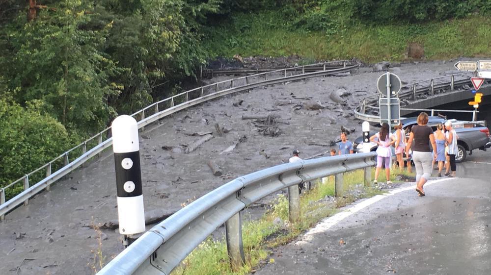 La route des Mayens de Chamoson a été coupée par le débordement de la Losentse.