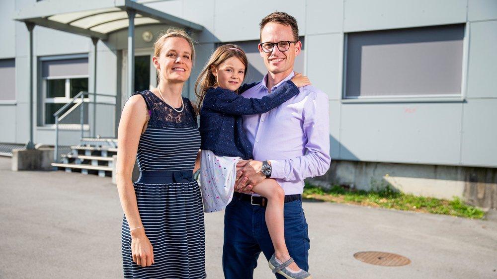 """Yohan Bugnon et sa femme Laure Cuénoud, ici avec leur fille Julie, ont créé l'UAPE associative """"Les Optimistes"""" qui devrait ouvrir ses portes dans le collège du Léman de Préverenges, dès la rentrée scolaire."""
