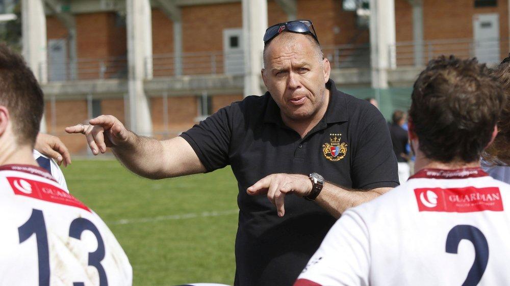 John Etheridge a amené toute sa science du rugby à Colovray. Il attendra janvier avant de prendre un nouveau départ.