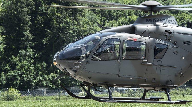 Un hélicoptère de l'armée suisse a subi une panne technique lundi et a dû atterrir sur le col de Nufenen. (Illustration)
