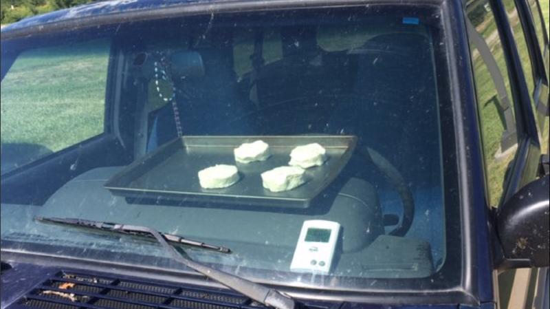Ils font cuire des biscuits dans une voiture pour alerter sur les dangers de la canicule