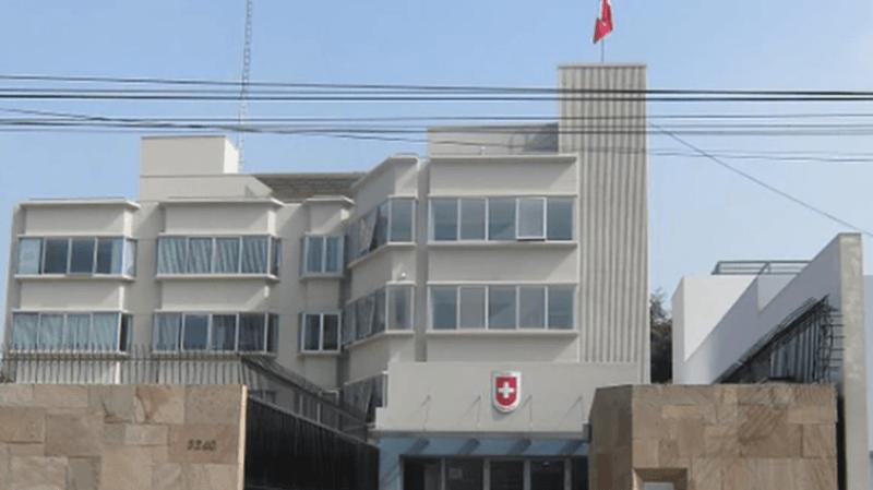 Le consulat suisse à Lima soutient le Suisse dans le cadre de la protection consulaire.