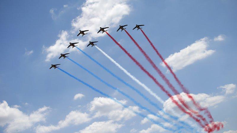 Aéroport de Perpignan: un avion de la Patrouille de France sort de la piste et traverse une route