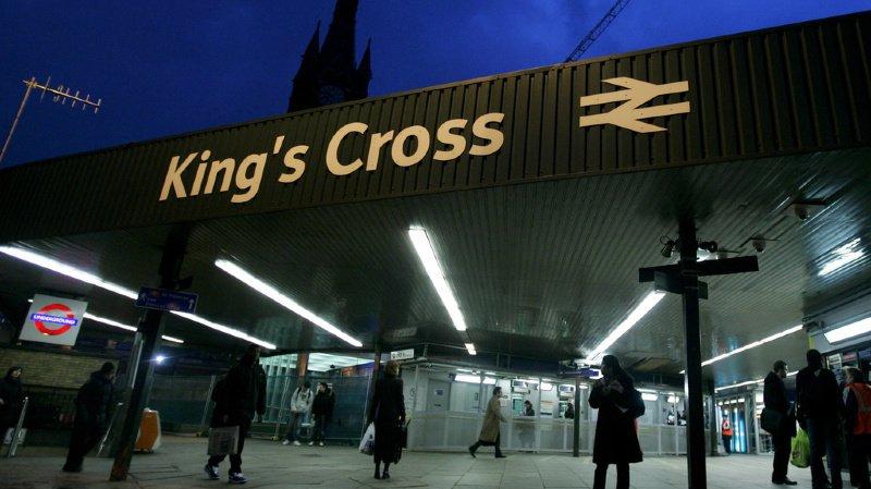 La gare londonienne très fréquentée de King's Cross a été paralysée durant plusieurs heures.
