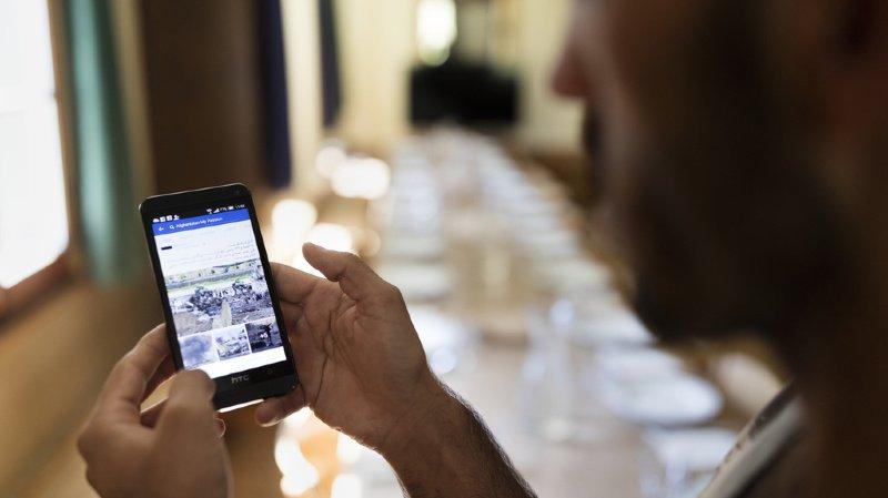 Asile: déterminer l'identité des réfugiés en contrôlant leur téléphone mobile