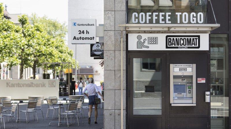 Délinquance: homme arrêté à Bienne après un vol d'argent devant un distributeur