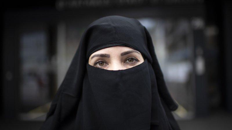 Pays-Bas: la burqa et le niqab interdits dans les lieux publics