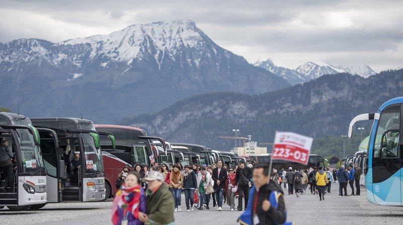 La ville de Lucerne songe à faire passer à la caisse les touristes qui débarquent en car.