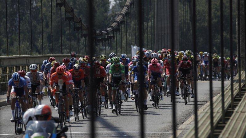 Les cyclistes ont été reconnus coupables d'une altercation dans le final de la 17e étape. (illustration)