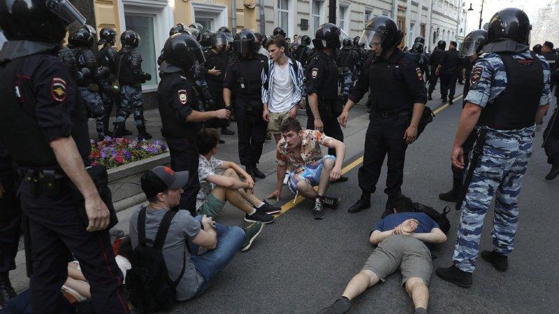 Russie: près de 1400 opposants arrêtés à Moscou, l'Union européenne condamne