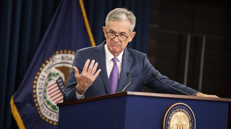 """Jerome Powell, patron de la Banque centrale américaine, a justifié mercredi la baisse des taux d'intérêt directeurs en raison des """"incertitudes"""" qui pèsent sur l'économie mondiale."""