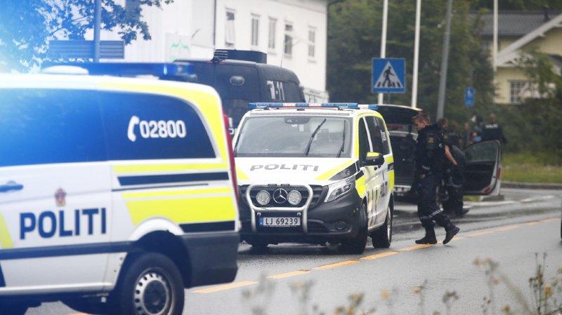 La police a été alertée de coups de feu dans la mosquée peu après 16h00.