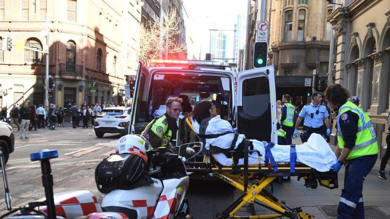 Un homme a agressé une femme à l'arme blanche, en pleine rue du centre de Sydney. Il a été arrêté par les autorités australiennes.