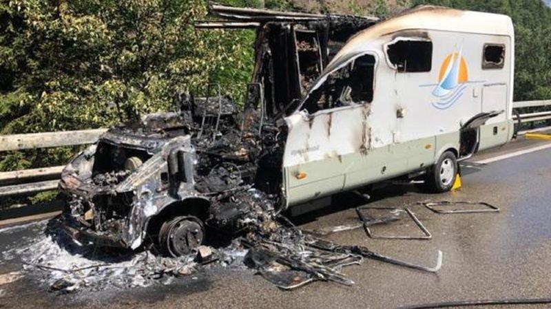 Un mobil-home a pris feu sur l'autoroute du Gothard mardi.