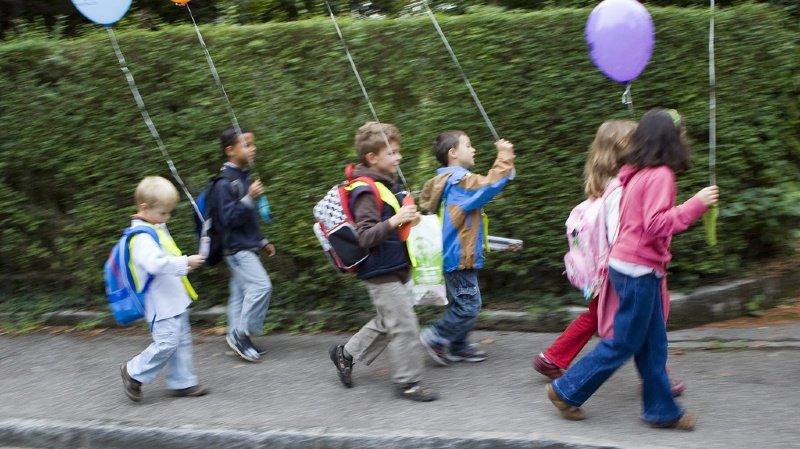 Bientôt la rentrée: pour l'ATE, les enfants devraient aller à pied à l'école