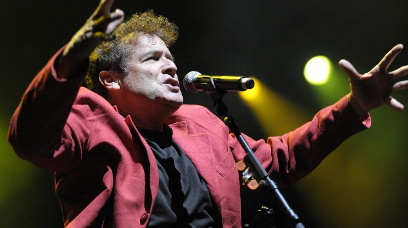 """Musique: le chanteur sud-africain Johnny Clegg, le """"zoulou blanc"""" est mort à l'âge de 66 ans"""