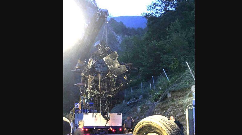 Uri: un camion fait chute de 300 mètres, le chauffeur est grièvement blessé