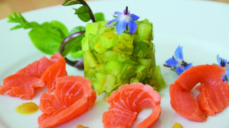 Tartare de tomates, saumon fumé et yuzu