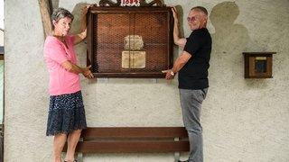 Bénévolement, les Ravay redonnent vie à l'ancien panneau officiel