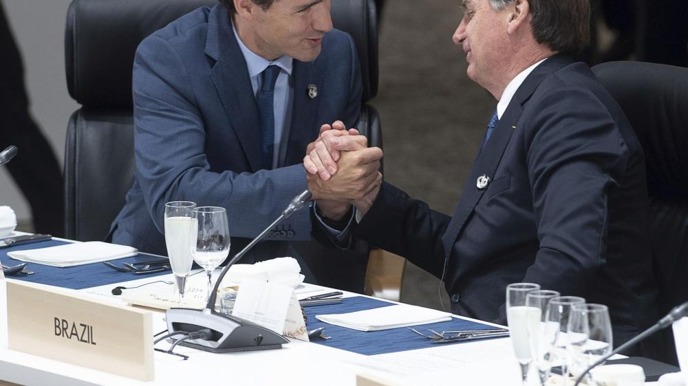 Contrairement aux chefs d'Etat et de gouvernement européens, le premier ministre canadien, Justin Trudeau (à gauche), se montre plutôt conciliant avec le président brésilien, Jair Bolsonaro.