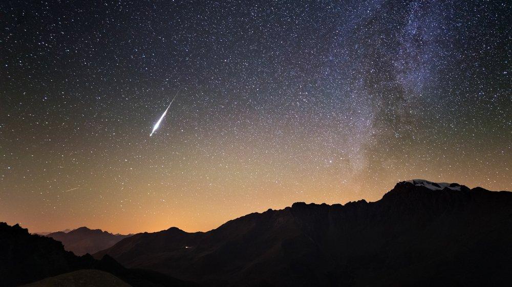 Au contraire de l'étoile filante figurant sur cette image, samedi une intense lumière verte a fendu le ciel et s'est reflétée sur les nuages.