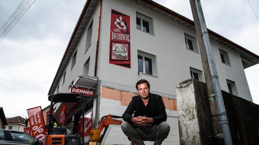 Romain Zagni a réalisé une fresque sur la façade du Denner rénové de Gimel.