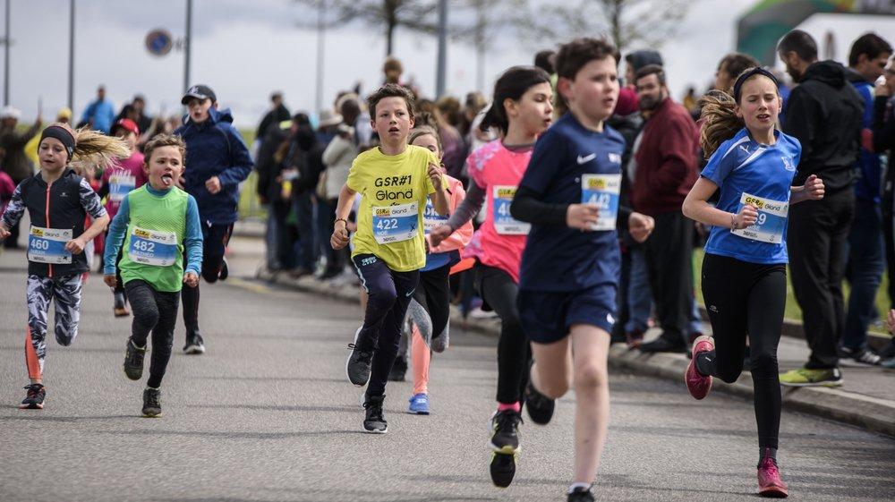 Parmi le dense calendrier des courses à pied (ici la Gland Spring Run), la Super Run de Tolochenaz insiste sur les liens parents-enfants. Dimanche, ils seront près de 300 coureurs de tous âges à participer.