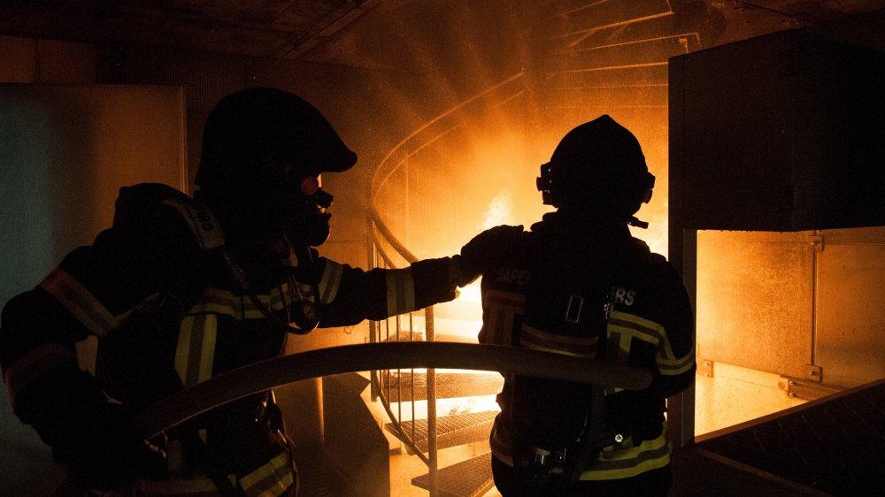 Les pompiers du pays sont réunis au sein d'une association faîtière qui a pour objectif d'uniformiser les formations et le matériel, ainsi que d'assurer la défense de leurs intérêts.