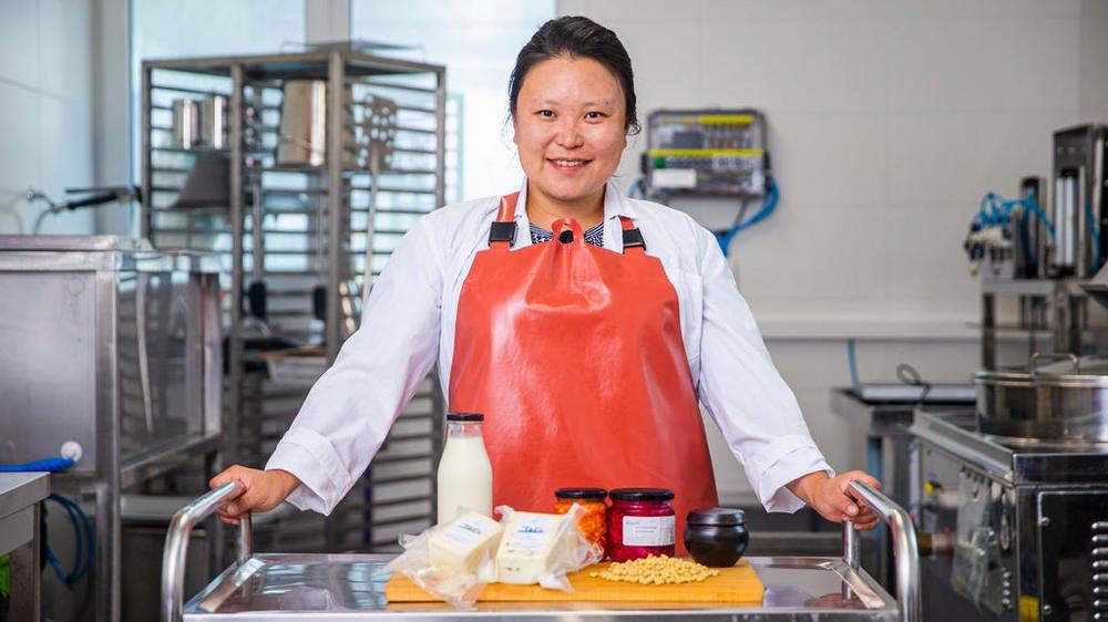 """Min Jung Kim produit du tofu bio et local de Coinsins. Elle a gagné l'émission """"Cuisine de chez nous"""" de la RTS, ex aequo avec un participant tessinois."""