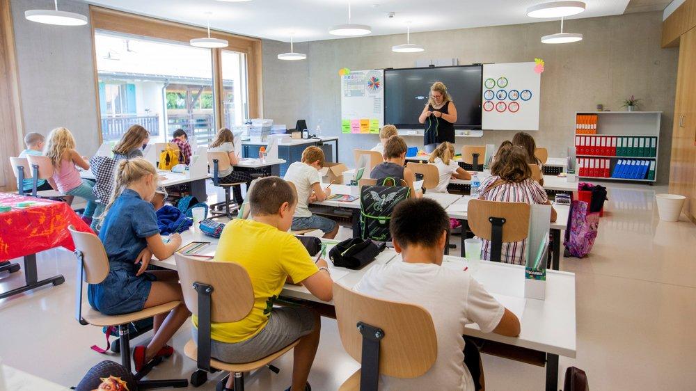 L'envie de changer régulièrement de position est humaine. Mais pour les élèves, ce n'est pas toujours possible lorsqu'ils sont en cours.
