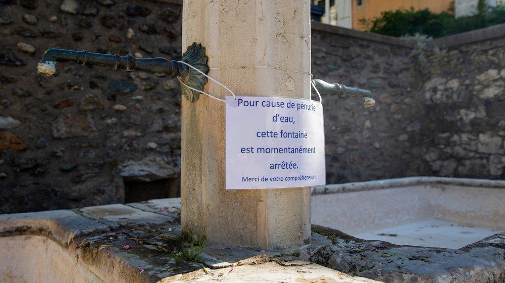Certaines fontaines, comme ici à Crans, se sont tues pour épargner les réserves en eau potable.