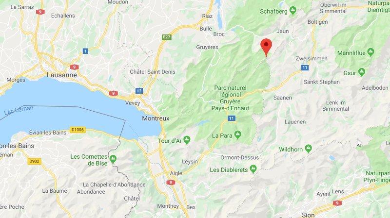 La Dent de Ruth culmine à un peu plus de 2200 mètres, entre les cantons de Vaud, Fribourg et Berne.