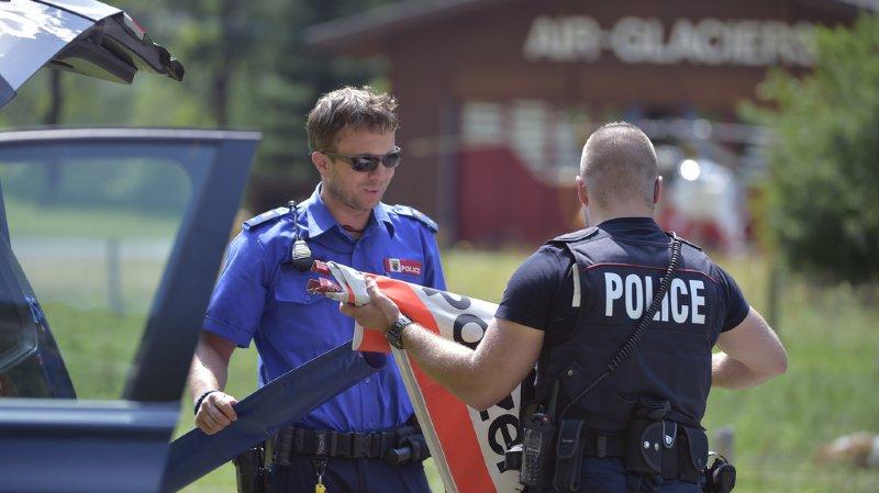 Des spécialistes de montagne de la police et un hélicoptère, immédiatement dépêchés sur les lieux, ont pu localiser le corps de l'homme (image d'illustration).
