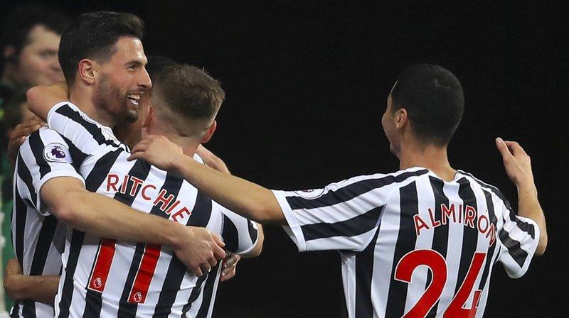 Au cours de l'exercice 2018-2019, Fabian Schär (à gauche) avait inscrit quatre buts pour Newcastle United.
